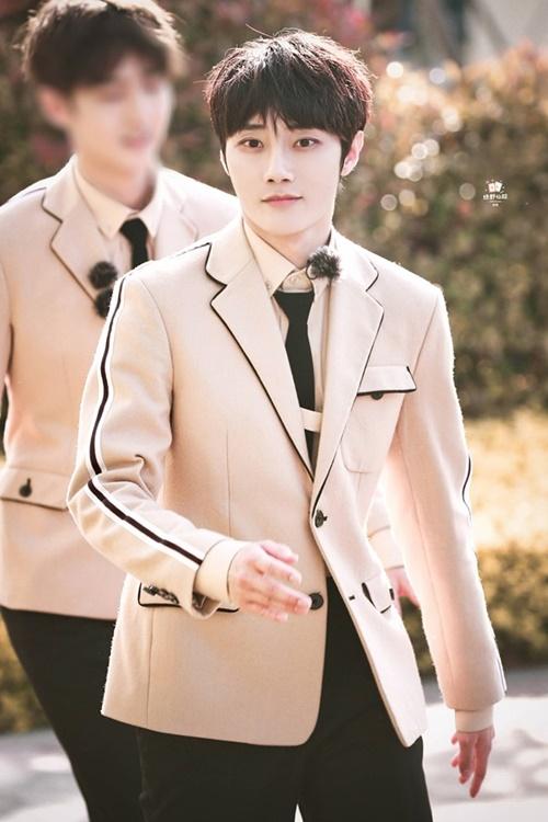 Lưu Dã là thành viên cùng nhóm với Thái Từ Khôn (SWIN). Anh chàng debut với vị trí thứ 8.