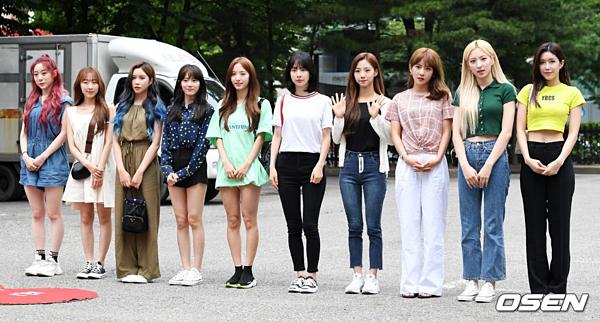 Các cô nàng WJSN cũng có mặt tại Music Bank ngày hôm nay.