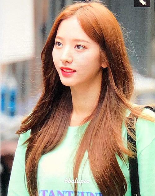 Bona được fan đánh giá cao về nhan sắc, cho rằng cô không thua kém những biểu tượng sắc đẹp của Kpop như Irene, Ji Soo...