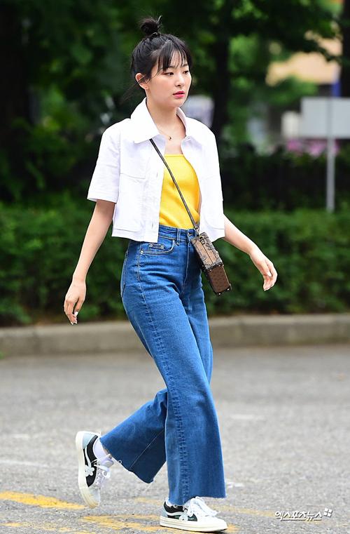 Seul Gi là thành viên có gu thời trang sành điệu. Style của nữ idol ghi điểm bởi tính ứng dụng cao và vẫn có chất riêng.