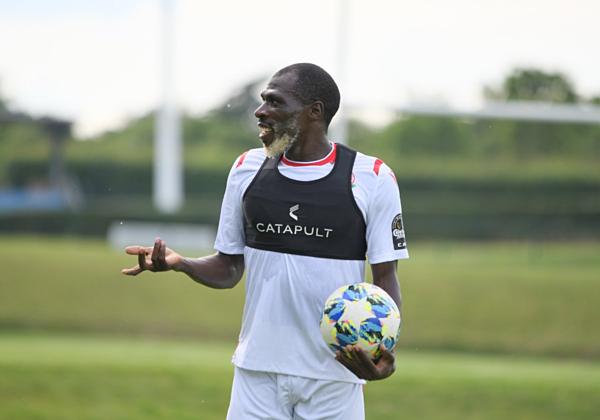 Joash Onyango bị nghi ngờ gian lận tuổi khi có ngoại hình như ông lão 70 tuổi.