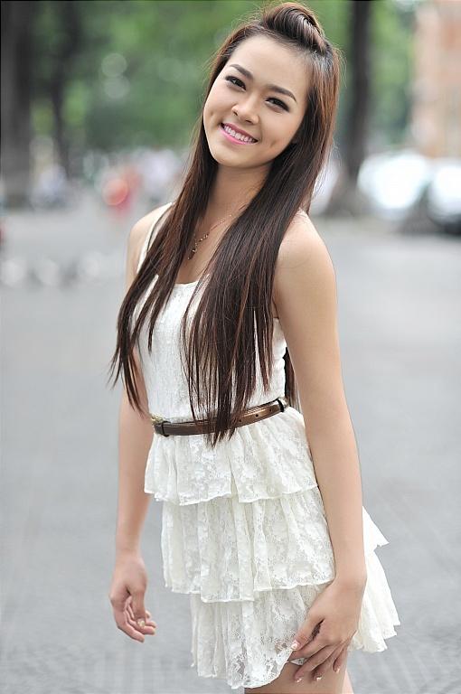 Diệp Bảo NgọcDiệp Bảo Ngọc sinh năm 1993, là một trong những hot girl nổi tiếng tại TP HCM. Thời điểm 2009 - 2010, cô là gương mặt quen thuộc của các tạp chí tuổi teen, đại diện các nhãn hàng dành cho giới trẻ. Giành vị trí Quán quân Người đẹpphụ nữ thời đại 2011, cô lấn sân showbiz. Sau cuộc thi, cô lên xe hoa cùng diễn viên Thành Đạt khi mới 19 tuổi. Không lâu sau đó, cô hạ sinh con trai.