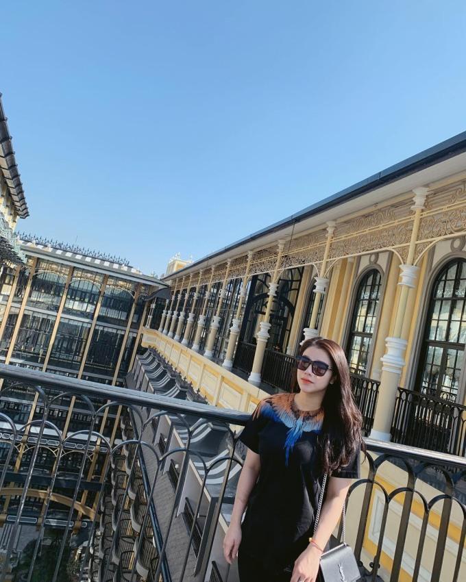 <p> Ngoài sở thích sắm đồ hiệu, Khánh Linh thường xuyên đi đu lịch ở những nơi sang trọng.</p>