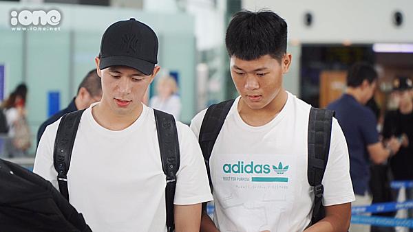 Đình Trọng sẽ đi cùng em trai sang Singapore phẫu thuật chấn thương.