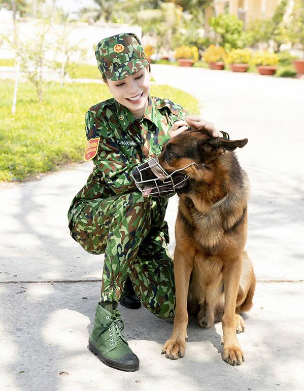 <p> Trà Ngọc Hằng tiết lộ từng rất sợ chó nhưng sau buổi huấn luyện lại yêu mến loài vật này hơn.</p>