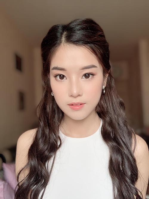 Hoàng Yến Chibi make up kiểu style trong veo.