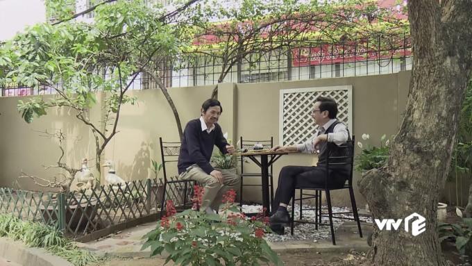 <p> Chỗ ngồi yêu thích của ông Sơn trong phim. Ông thường trò chuyện với bạn già, con rể, ngồi chờ con gái về muộn hay buồn bã một mình ở nơi đây.</p>