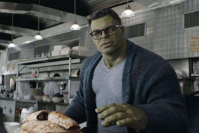 """<p> Giống trailer <em>Infinity War</em>, Hulk không được xuất hiện với ngoại hình thật. 5 năm sau sự kiện Thanos búng tay, nhà khoa học Bruce Banner đã nghiên cứu thành công cách hợp nhất hai cơ thể Banner và Hulk vào làm một. Hulk phiên bản mới vừa có trí thông minh siêu việt của Banner, vừa có ngoại hình, sức mạnh và sự vui tính của Hulk """"nguyên bản"""". Diện mạo mới này khiến khán giả không khỏi bật cười.</p>"""