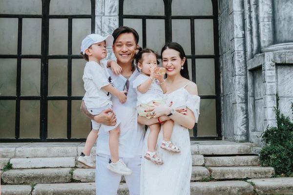 Tuấn Hưng ngừng nhận show tại nước ngoài để ở nhà, chăm sóc vợ con.