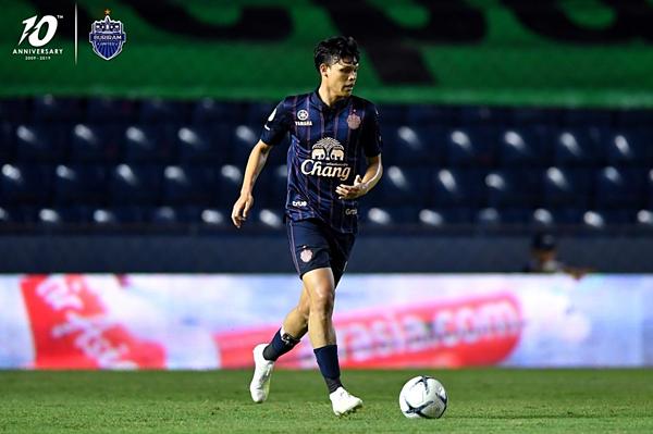 Supachai là cầu thủ trung phong của Buriram United.