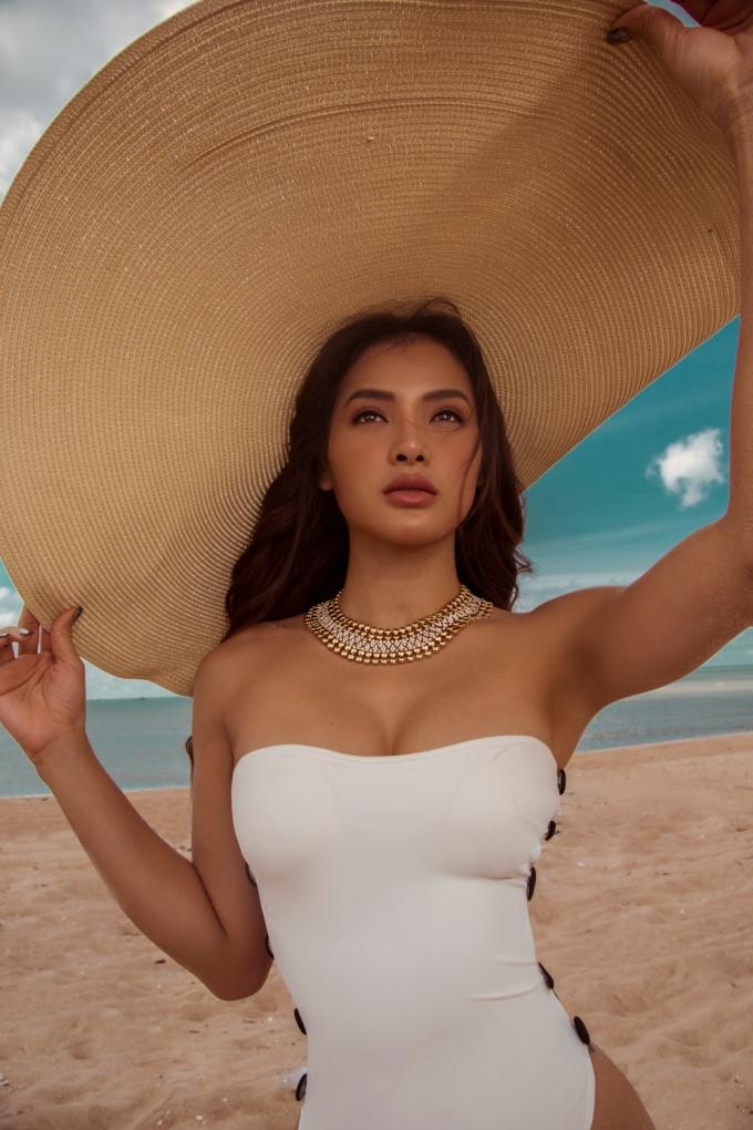 <p> MV được thực hiện trong quá trình đi du lịch Bali, Indonesia. Cô có dịp khám phá thiên nhiên xanh, trải nghiệm cuộc sống sang chảnh...</p>