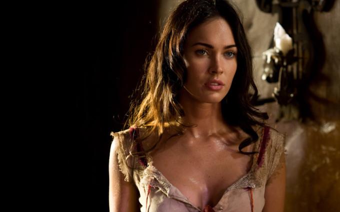 <p> Tuy nhiên, diễn xuất gây tranh cãi khiến Megan Fox không thể tiến xa hơn trong sự nghiệp. Các phim giải trí của cô đều thất bại về doanh thu. Hiện cái tên Megan Fox cũng mất hút trên bản đồ sao Hollywood.</p>