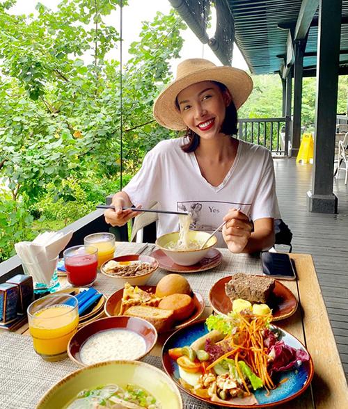Cùng đi nghỉ ngơi, ăn uống sang chảnh với Hoa hậu chính là người tình tin đồn Minh Triệu.