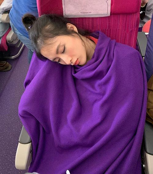Angela Phương Trinh xinh đẹp cả khi bị chụp lén lúc đang say ngủ.