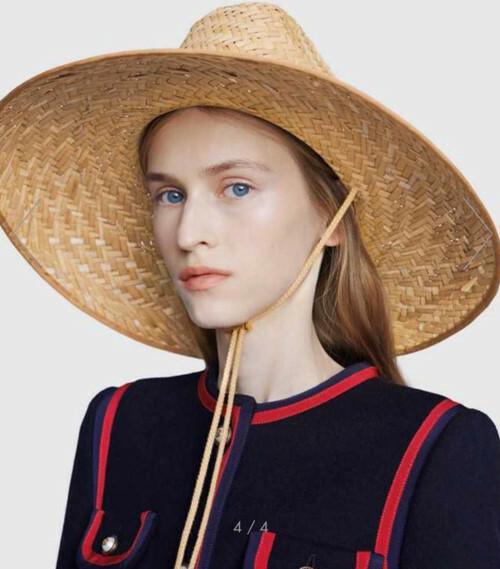 Chiếc mũ cói có giá hơn 10 triệu đồng trông không quá đặc sắc.