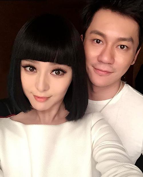 Lý Thần - Phạm Băng Băng là cặp đôi quyền lực của làng giải trí Hoa ngữ. Họquen biết từ năm 2006 nhưng hai người hiếm khi trò chuyện. Chỉ đến khi hợp tác chung trongVõ Mỵ Nương truyền kỳ, họ mới phát hiện nhiều điểm chung trong suy nghĩ và chính thức hẹn hò.Tháng 5/2015, cả hai cùng đăng tải ảnh mặc áo đôi màu trắng lên Weibo cá nhân, chính thức công khai yêu nhau.