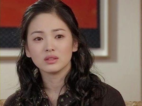 Song Hye Kyo góp mặt trong phimAll In năm 2003. Vẻ đẹp của cô ngày một trưởng thành song vẫn giữ được vẻ mong manh, thuần khiết.