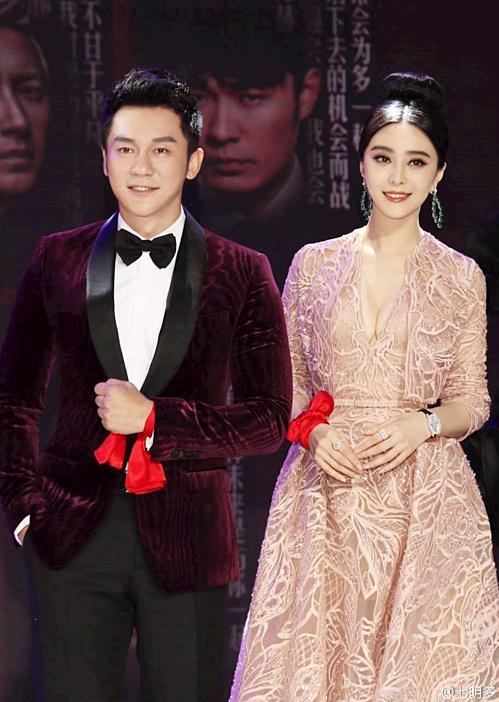 Trong thời gian hẹn hò, cặp sao thường xuyên xuất hiện cùng nhau tại các sự kiện. Họ chụp ảnh thân mật và không ngại bày tỏ tình cảm với đối phương chốn đông người. Thậm chí nhiều lúc, netizen bắt gặp Phạm Băng Băng nũng nịu Lý Thần.