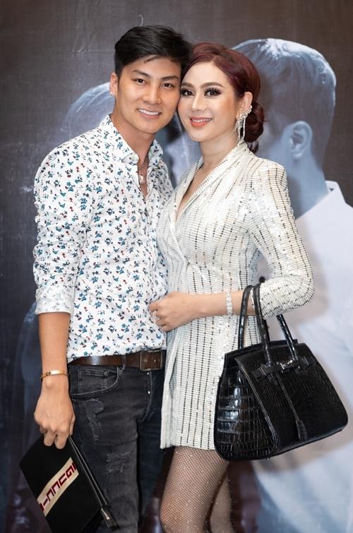 Vợ chồng Lâm Khánh Chi.