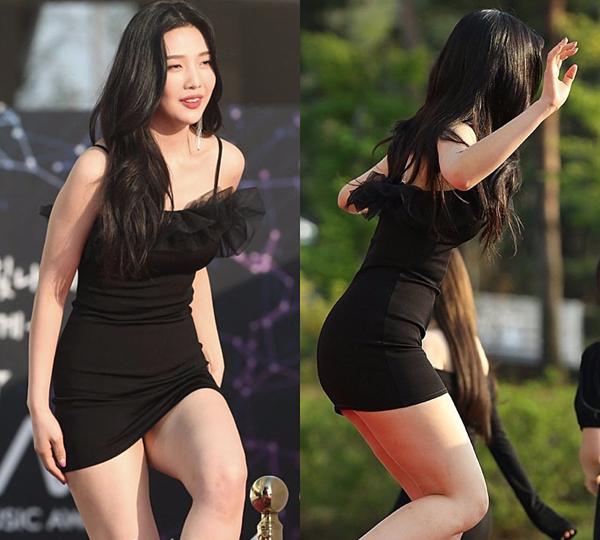 Là thành viên cao nhất nhóm Red Velvet với chiều cao 1m68, Joy thường được stylist giao phó các items ngắn cũn để tôn lên vóc dáng, khoe đôi chân dài.  Hinh 9  Thế nhưng, mỹ nhân sinh năm 1996 đã phải bước đi cẩn thận và liên tục giữ váy để tránh lộ nội y.