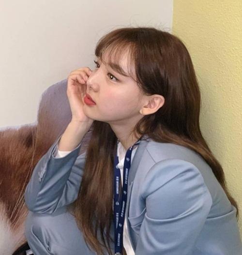 Na Yeon hóa thân thành nữ quản lý nơi công sở. Chae Young làm phó nháy cho chị cả.