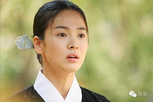 Vẻ đẹp mong manh của Song Hye Kyo trong phim Hwang Jin Yi năm 2007.