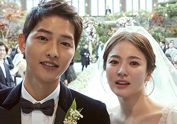 Tháng 10/2017, đám cưới cổ tích của cặp sao quyền lực bậc nhất làng giải trí xứ Hàn diễn ra.