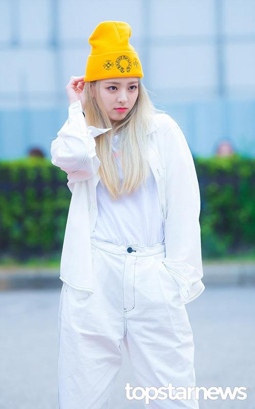 Em út Yuna nhuộm tóc vàng để chuẩn bị cho đợt comeback vào tháng 7.