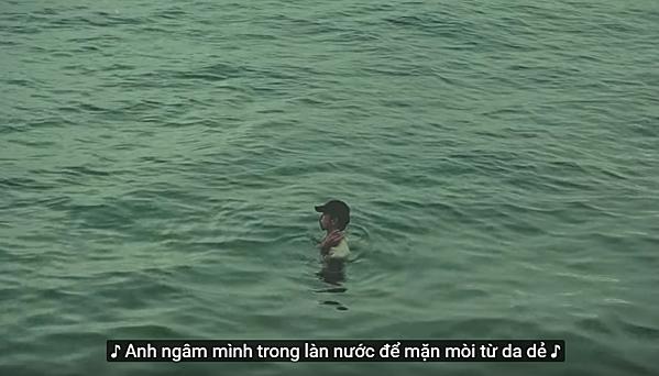 Hình ảnh Đen Vâu trong MV Hai triệu năm.