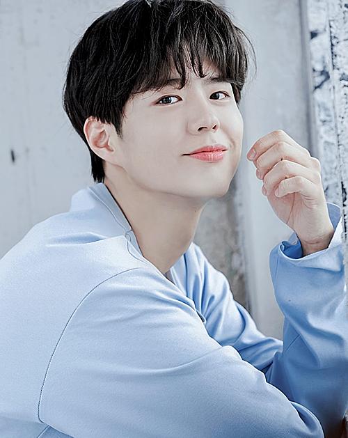 Ngay sau khi Song Joong Ki xác nhận đã đệ đơn xin ly hôn với Song Hye Kyo lên tòa án gia đình Seoul hôm 27/6 (giờ địa phương), Park Bo Gum bị netizen xứ Hàn đồn đoán là người thứ ba, phá vỡ hạnh phúc gia đình của nam chính Hậu duệ Mặt trời. Tuy nhiên, công ty quản lý của tài tử 9x khẳng định, Park Bo Gum và Song Hye Kyocó mối quan hệ bạn bè tốt đẹp. Phía công ty khẳng định sẽ có biện pháp xử lý với những lời đồn đại ác ý, hướng về nam diễn viên sinh năm 1993.