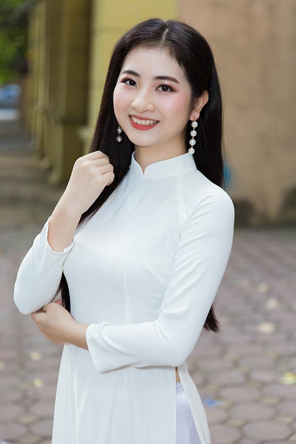 <p> Nguyễn Thị Linh Chi, sinh năm 2000, laf sinh viên ĐH Lao động xã hội. Cô từng đạt giải Nhất cuộc thi Thanh niên Thanh lịch của TP Thái Nguyên.</p>