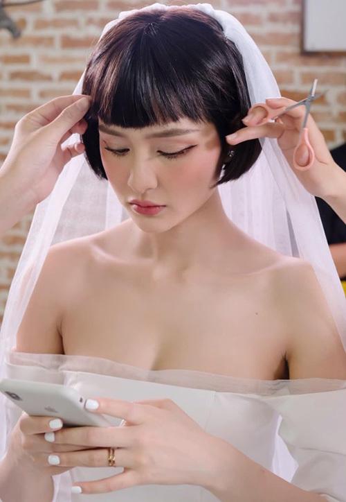 Hiền Hồ xinh đẹp trong hậu trường trang điểm hóa cô dâu.