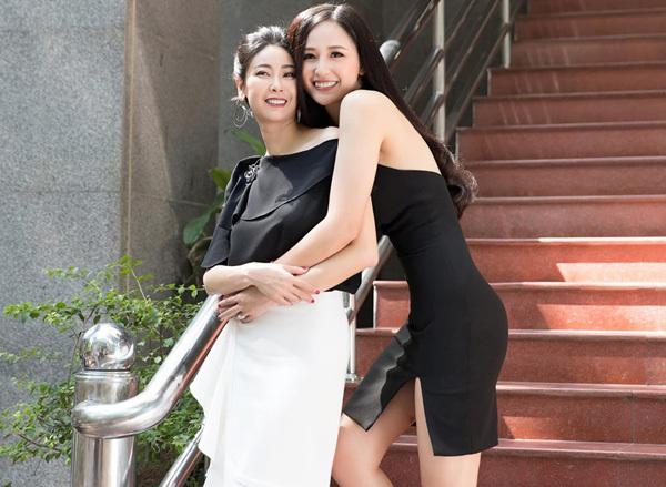 Mai Phương Thúy thân thiết cùng đàn chị Hà Kiều Anh.