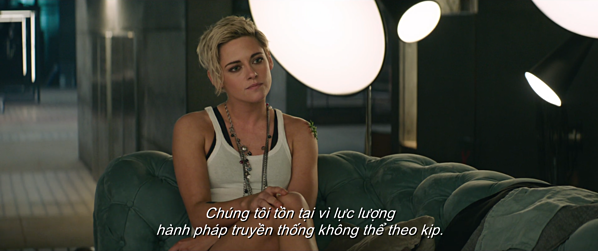 Gương mặt khó ở của Kristen Stewart