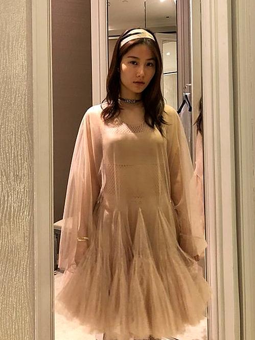 Diễm My vừa có buổi thử đồ với các thiết kế mới nhất thuộc BST Xuân - Hè 2019 của nhà mốt Dior để xuất hiện trong đêm gala khai mạc triển lãm thời trang đầu tiên ở Việt Nam mang tên Beauty of yesterday.
