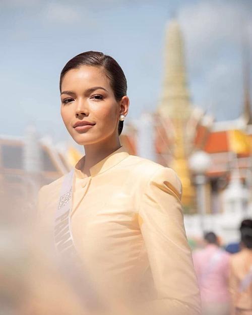 Cô có kinh nghiệm chinh chiến ở nhiều cuộc thi nhan sắc trước khi đăng quang Hoa hậu Hoàn vũ Thái Lan với loạt thành tích: Á hậu 2 Miss Thailand Chinese Cosmos 2013, top 8Miss Chinese CosmosSoutheast Asia 2013, Á hậu 1Miss Thailand 2013, Á hậu 2 Miss Universe Thailand 2017...