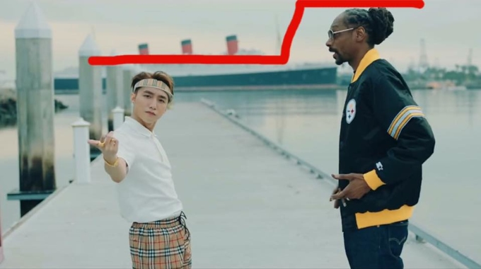 """<p> Khi đứng chung vớiSnoop Dogg, Sơn Tùng M-TP bị """"dìm hàng"""" về chiều cao không ít.</p>"""