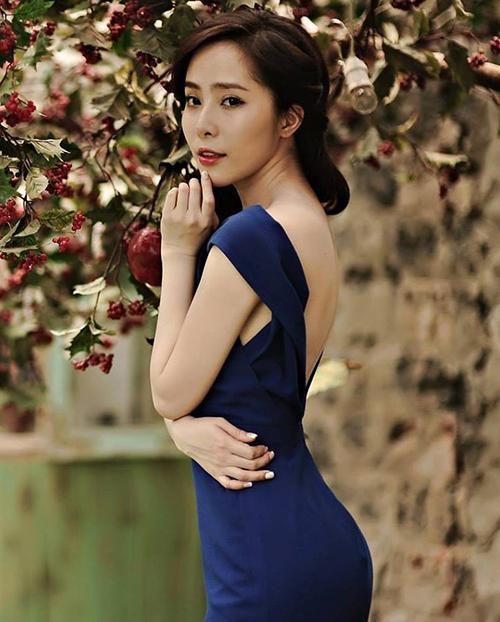 Dù không có chiều cao quá lý tưởng, Quỳnh Nga vẫn được nhiều nhãn hàng mời chụp ảnh quảng cáo thời trang.