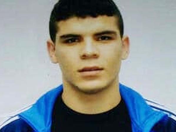 Murat A vào tù vị tồi giết người.