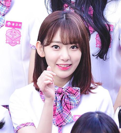 Ngay sau khi sang Nhật, Sakura đã đổi phong cách trang điểm, chuộng tông màu hồng ngọt ngào, dễ thương. Cô nàng thu hút sự chú ý ngay lần xuất hiện đầu tiên.