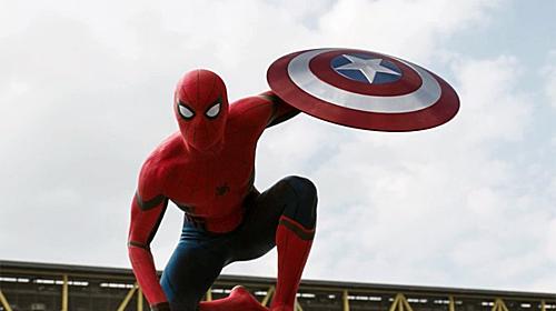 CảnhSpider Man (Tom Holland đóng) xuất hiện trong Cilvil War.