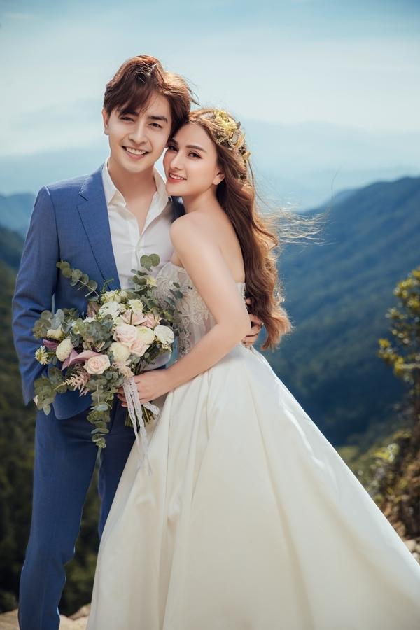 <p> Yêu nhau hơn một năm, Thu Thủy chấp nhận lời cầu hôn của Kin Nguyễn vào ngày 10/6. Cả hai xác định sẽ tổ chức đám cưới sớm. Mới đây, nữ ca sĩ khoe đã thực hiện bộ ảnh cưới tại Đà Lạt.</p>