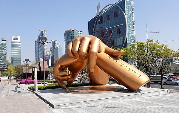 Quận Gangnam khó xử với bức tượng vinh danh ca khúc Gangnam Style.
