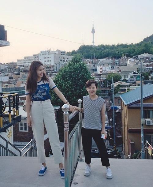 Soo Young cười rạng rỡ khi hẹn hò với mẫu nhí bảnh trai.