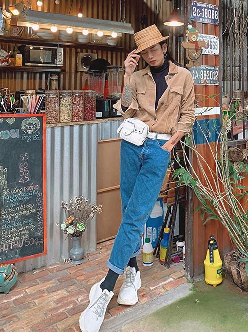 BB Trần liên tục tung loạt ảnh khoe street style bắt mắt ở Đà Lạt.
