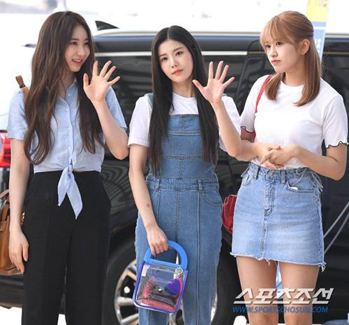 Chae Yeon - Kwon Eun Bi - An Yujin (từ trái sang) đều chọn trang phục denim năng động.