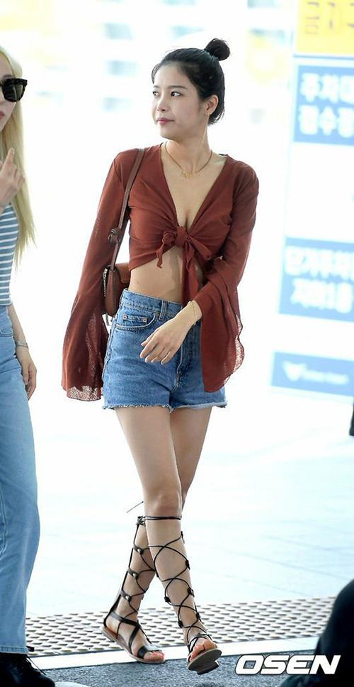 Hyuna, IZONE, Twice sân bay - 18