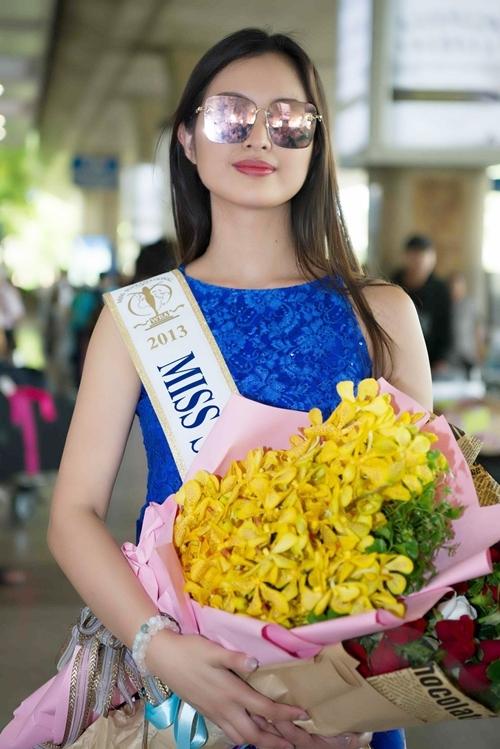 Hoa hậu Siêu quốc gia 2013 - Mutya Johanna Datul đáp chuyến bay tối 4/7 đến TP HCM. Cô xuất hiện tại sảnh đón đầy rạng rỡ.