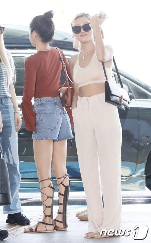 Hyuna, IZONE, Twice sân bay - 17