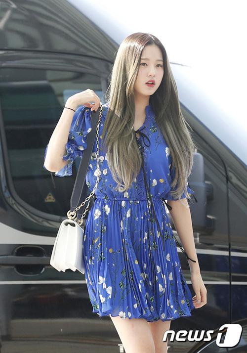 Jang Won Young mới 15 tuổi nhưng sở hữu tỉ lệ cơ thể chuẩn, phong cách thời trang ở sân bay nhận được nhiều lời khen ngợi.